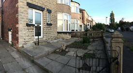 3 Bed Semi-detatched house - with drive and large garden ****quiet area****
