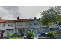 Lovely studio flat on first floor, available in Finchley and Golders Green, HB and DSS accepted.