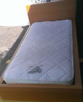 Lit simple IKEA-matelas,base en bois,tete,bon etat.Livraison