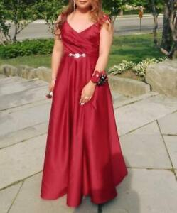 GORGEOUS RED SATIN BALL GOWN! SIZE 8 - SUPER CHEAP