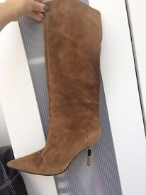 GUCCI SUADE BOOTS WITH STUNNING HEEL SIZE 6