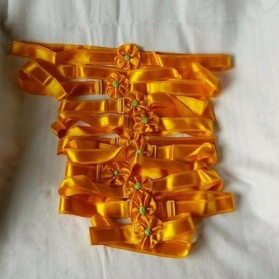 10 gelbe Wäschebänder mit Druckverschluss in Originalkarton, sehr guter Zustand