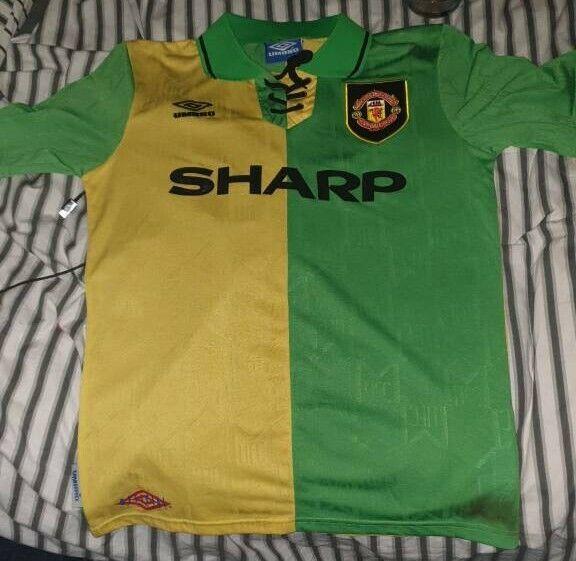 c278e6e78 Manchester United 92-94 away shirt