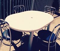 table + chaises de patio