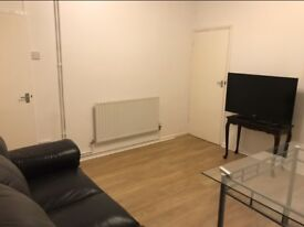 Big double room to let close to the train station and shops- less than 10 min walk