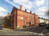 Spacious Double Room to Rent in Balham Mansion Building Flatshare