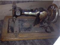 Vintage SINGER Sewing Machine FAMILY CS QUEEN ALEXANDRA