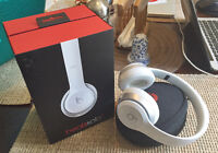Perfect Condition Beats By Dre Solo 2 Headphones (White)
