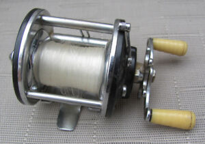 Moulinet Vintage PENN PEER 109 Fishing Reel