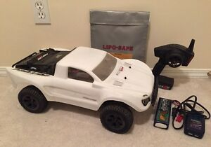 Turnigy Trooper SCT 4x4 1/10 RC Brushless short course truck