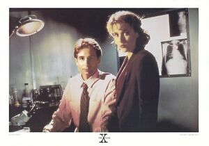 THE X-FILES POSTER ~ MULDER SCULLY LAB 25x35 David Duchovny Gillian Anderson TV