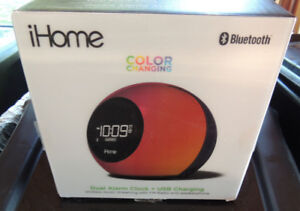 Almost new iHome Color Changing Dual Alarm Clock Radio