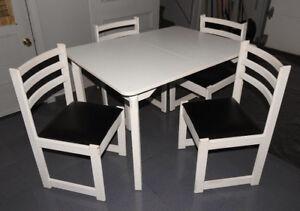 Table de cuisine blanche de qualité