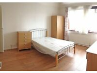 Incredible large room for rent in Canary Wharf