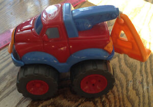 DÉPANNEUSE 2001 PLAYSKOOL. HASBRO PULL STRING VIBRATING TRUCK