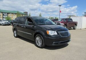 2016 Chrysler Town  Country Touring-L  w/ Leather, DVD, Nav, Sun