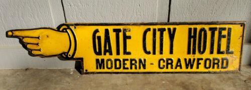 XX RARE 1910s GATE CITY HOTEL TIN TACKER POINTING HAND SIGN CRAWFORD NEBRASKA XX