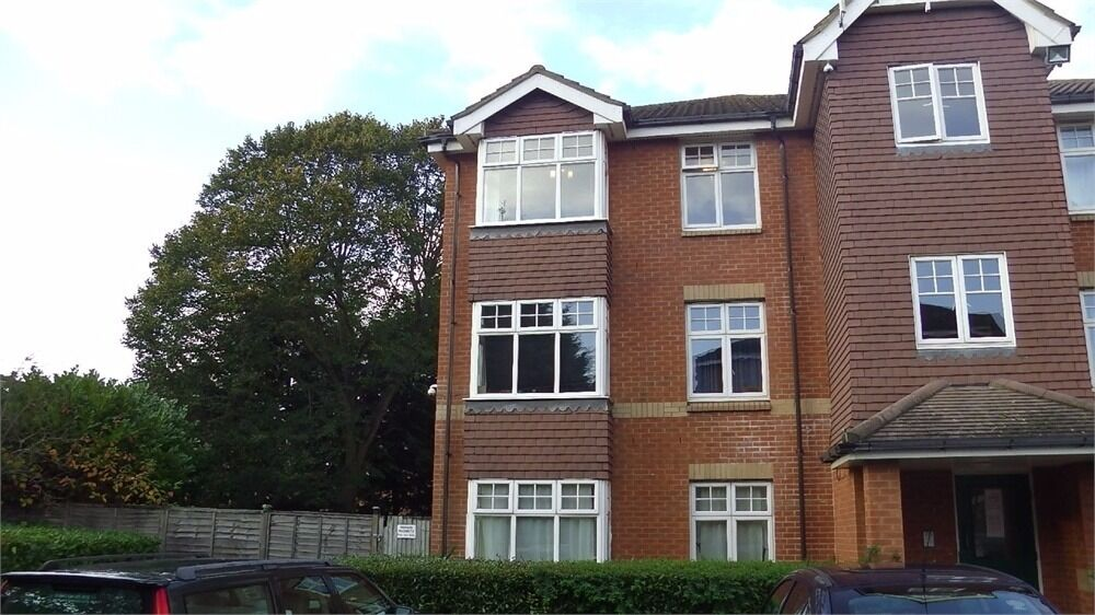 AVAILABLE NOW two bedroom flat in Nursery Gardens, Hounslow, Greater London TW4 5EY
