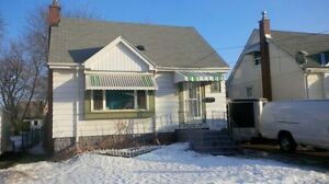 Room for rent, minutes to mohawk college. $340-$400 905-975-4744