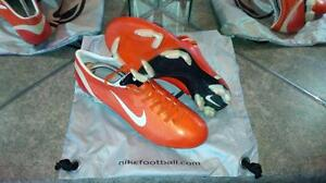 RARE AND PROFESSIONAL LEVEL SOCCER CLEATS AND MATCH BALLS Kitchener / Waterloo Kitchener Area image 5