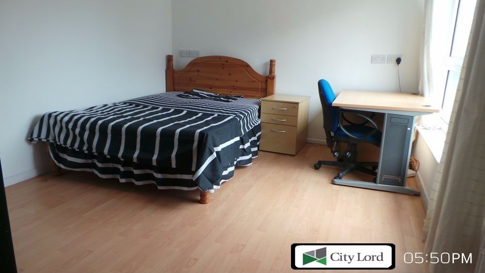 Spacious 4 Bedroom Maisonette Flat with Large Open Plan Kitchen To Rent In Mile End