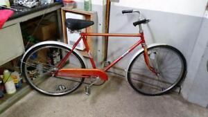 Vélo vintage rapido rouge 1 vitesses roues 24po cadre 19.5po coaster brake