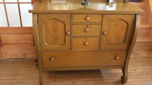 Buffet antique en ch ne art objets collectionner for Kijiji rimouski meuble