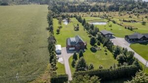 Breathtaking Countryside Property! 377 Warminster SR, Moonstone