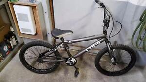 Vélo bmx cam-o 1 vitesse roues 20po (set de pegs neuf inclus)