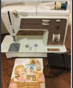 SINGER SEWING MACHINE WITH INSTRUCTION BOOKLET USED