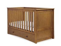 Solid pine cotbed