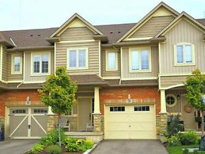 LAKE VIEW TOWNHOME IN GRIMSBY $549,900