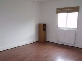 Centrally located, 3 bed, 2 bath, flat, to rent in Ealing West London - Available now - £1,775