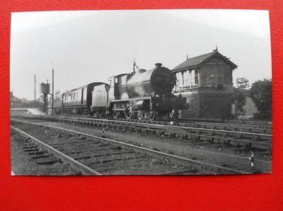 PHOTO  IRISH LOCO NO 86 AT DUNDALK NORTH SIGNAL BOX 8/9/53