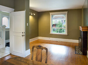 4 bdrm lower duplex close to Western! 1 yr lease - Groups Only