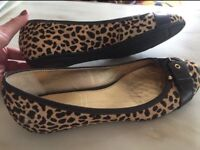 NEW Ladies Capollini leopard print pumps. Size 7