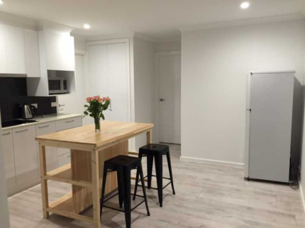 Super comfortable single room in a Luxury brand new home to share