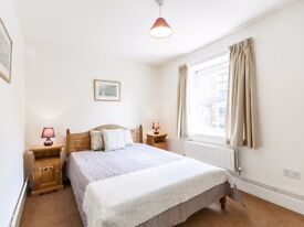 **EN SUITE ROOM IN A SHARED HOUSE** DO NOT MISS**AVAILABLE NOW**