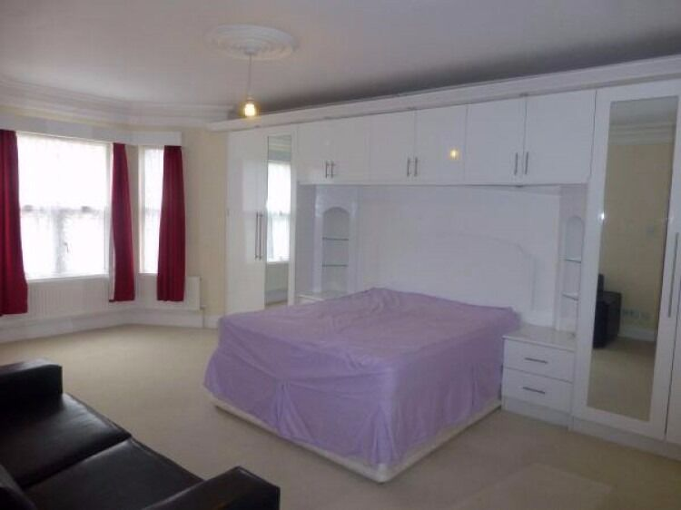 Three Double Bedroom Flat, Two Bathroom, Off Street Parking, Available Now Furnished Acton £2,000