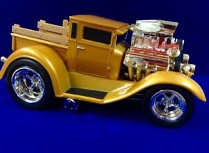 DIECAST MUSCLE MACHINES 1:18 SCALE (WITH BOX)