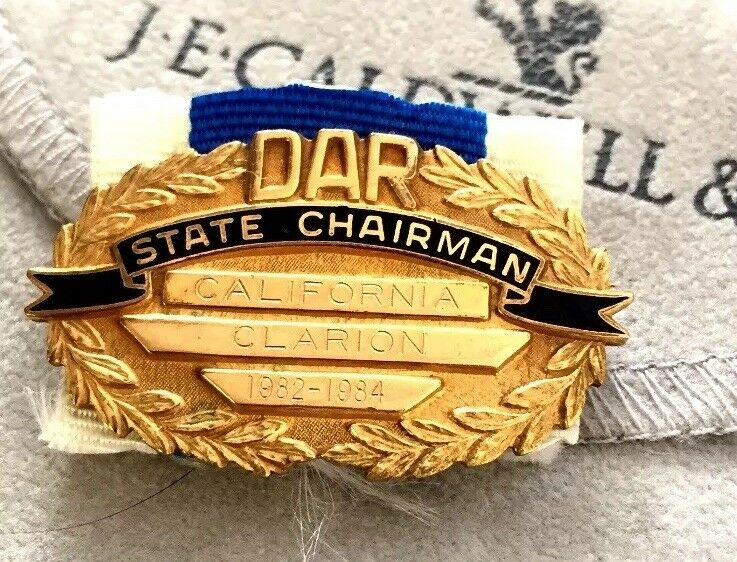 DAUGHTERS OF AMERICAN REVOLUTION MEDAL NAMED & NUMBERED. DAR State Chairman CA