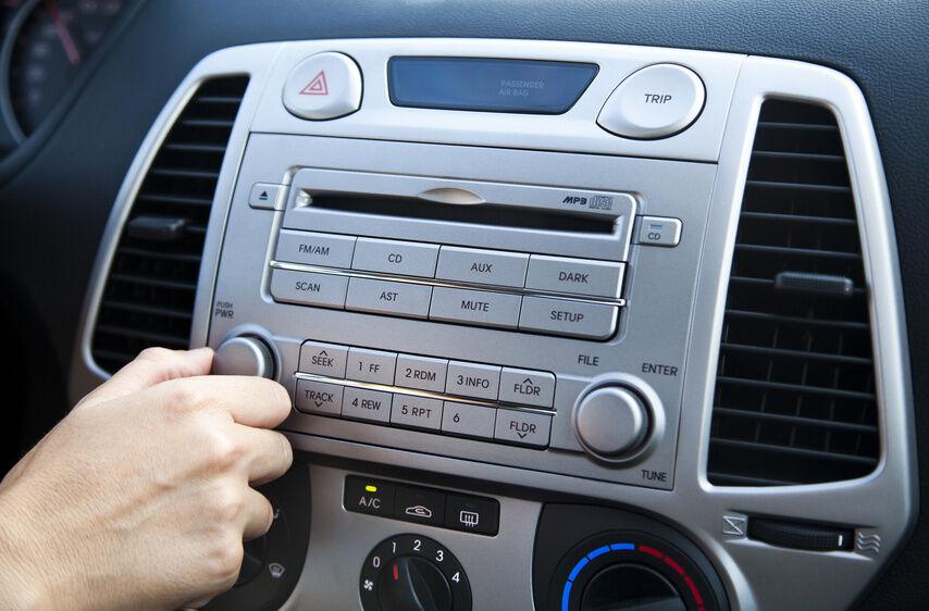 Vorsicht beim Kauf eines CD-Radios für den PKW: Tipps für die Kompatibilität