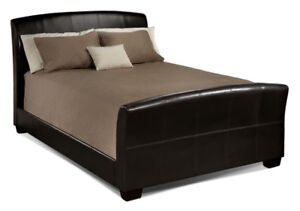 Manhattan queen leather bed frame. In great condition