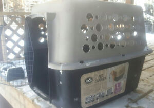 For sale pet carrier/kennel