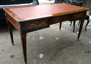 Ornate with 3 drawers office desk with leather top insert Edmonton Edmonton Area image 1