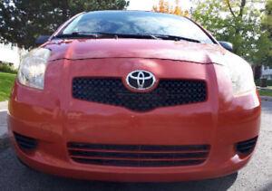 Toyota Yaris LE Hatchback  *NEGOCIABLE