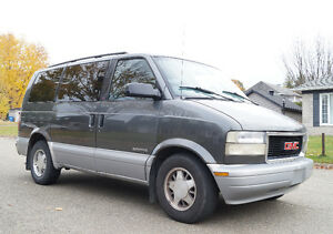 2000 GMC Safari Minivan, Van in Montreal