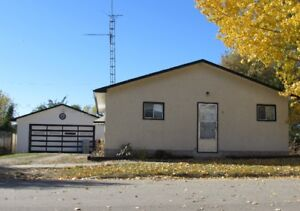 Upgraded bungalow, heated G, 20 min to Camrose and Sherwood Park