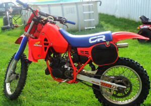 Motocross Honda CR125 1984 restauré AVEC PAPIERS