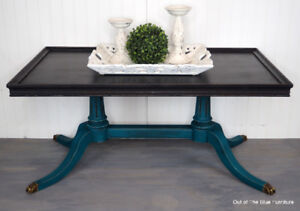 Beautiful vintage Duncan Phyfe style coffee table